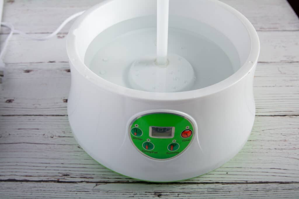 Sprout machine with reservoir filled with water.
