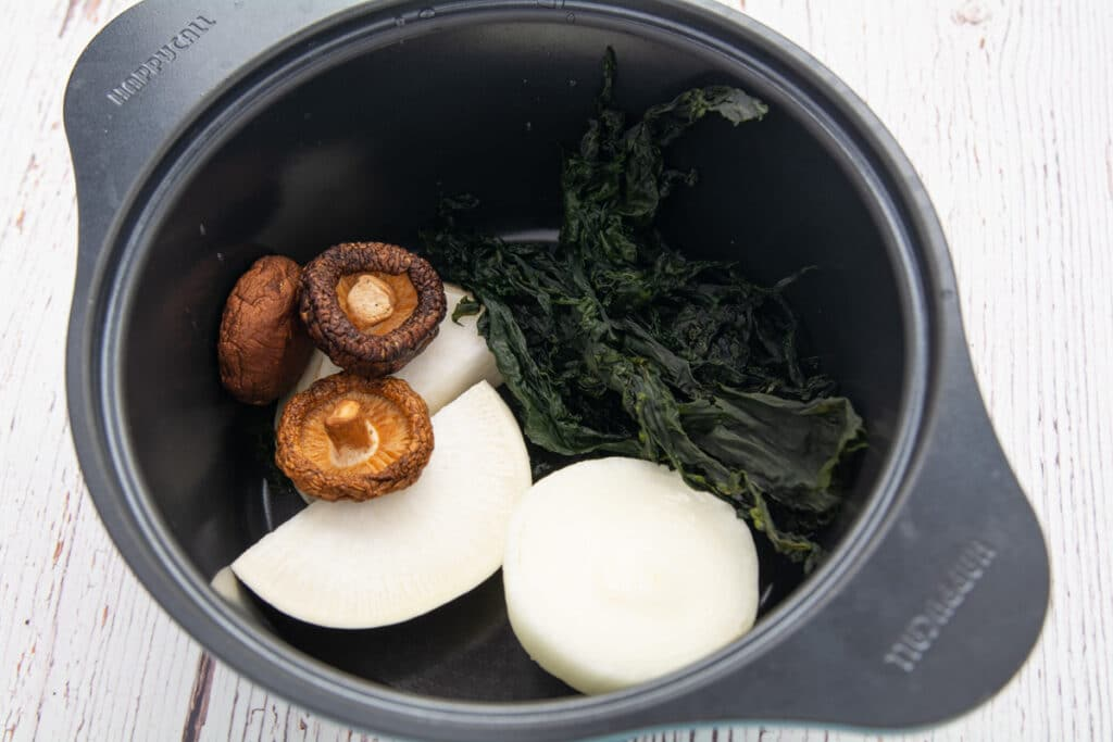 Washed seaweed, dried mushrooms and mu in a pot