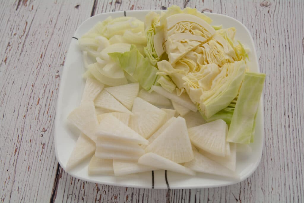 Cabbage, mu and onion on a plate